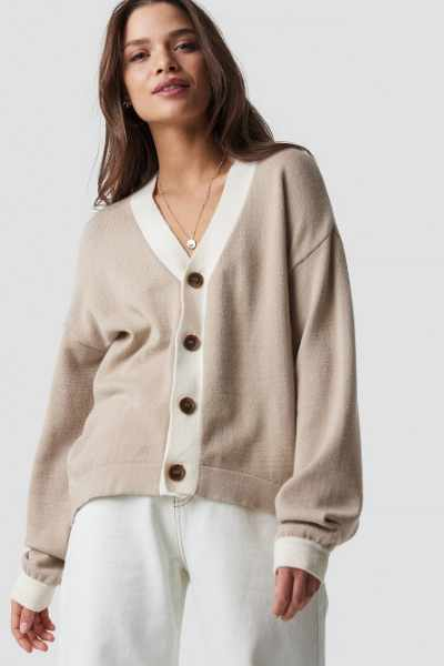 Emilie Briting x NA-KD Buttoned Knitted Cardigan - Beige